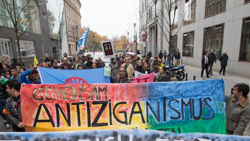 25.10.2013, Berlin: Demonstration gegen Antiziganismus (Archivfoto: picture alliance / dpa | Florian Schuh)